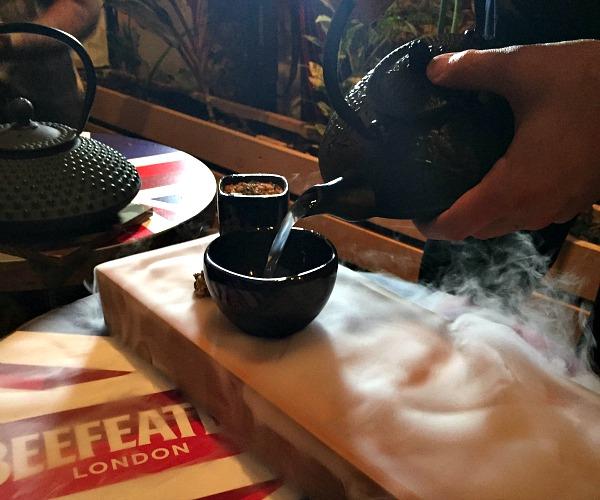Το κοκτέιλ του Omer Gazit-Shalev, θυμίζει τα tea houses του Λονδίνου